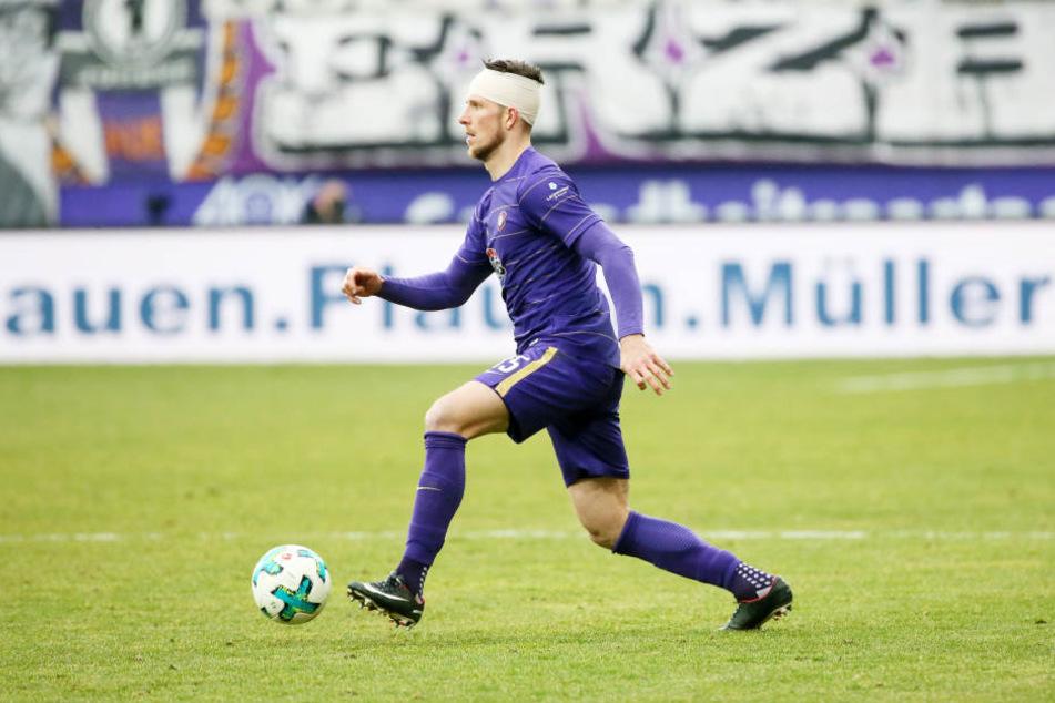 Spielte nach dem Zusammenprall mit Ingolstadts Thomas Pleld mit Turban weiter: Dennis Kempe. Jetzt sind auch die Kopfschmerzen weg.