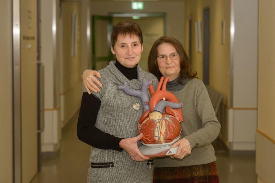 Die Schwestern Olga Hilz (66, re.) und Lilli Kuhn (59) aus Dresden hatten riesiges Glück: Beiden wurde erfolgreich ein neues Herz transplantiert.
