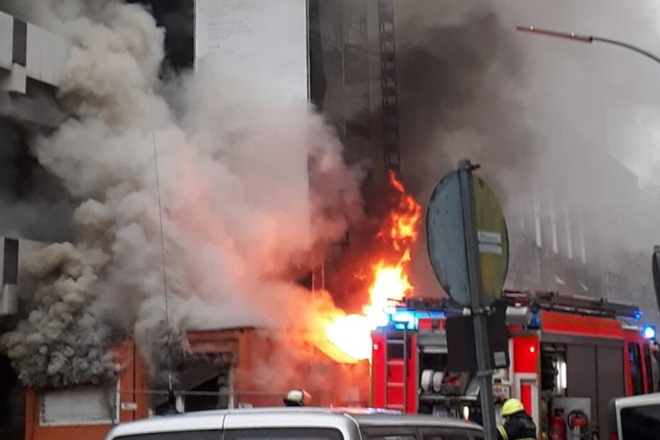 Dunkle Rauchsäule an der Alster: Was steht hier in Flammen?