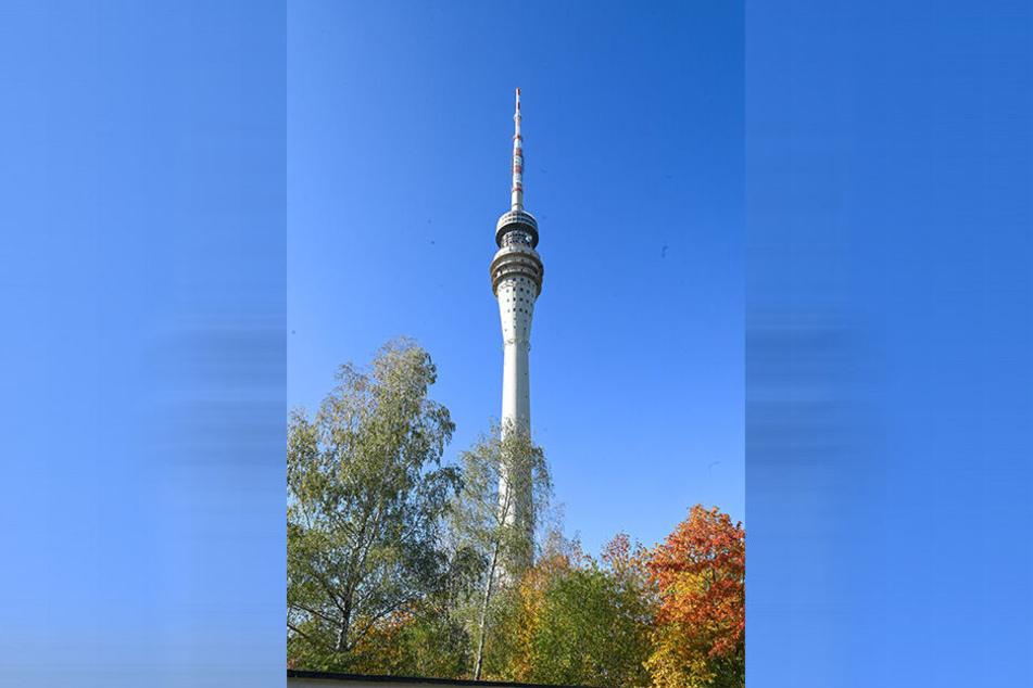 Der Dresdner Fernsehturm feiert 50-Jähriges. Doch die Besucherflächen, darunter das Café, sind seit 1991/92 geschlossen. Nun beginnen die Sanierungsplanungen.