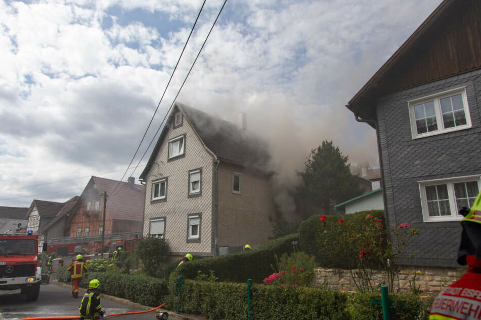 In dem Haus soll es zu einer Explosion gekommen sein.
