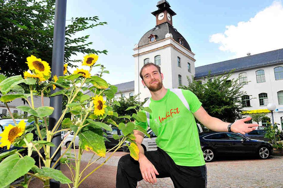 Dennis Buhl (26) fand in der Schönherr-Fabrik schon als Student seinen Job.
