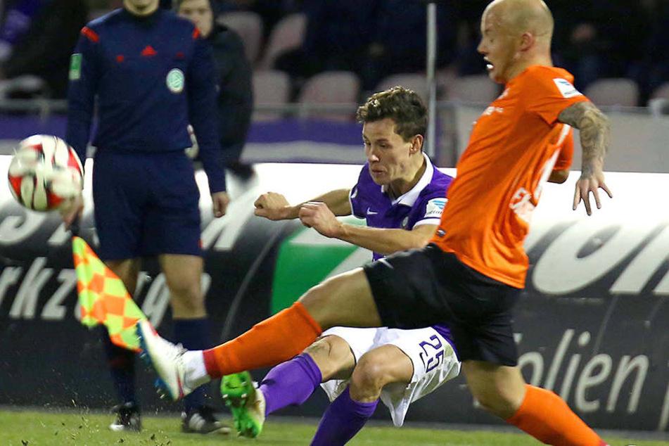 Das letzte Heimspiel im März 2015 verlor Aue (hier mit Clemens Fandrich/h.) gegen Darmstadt 0:1. Aue steig damals ab, der SV auf.