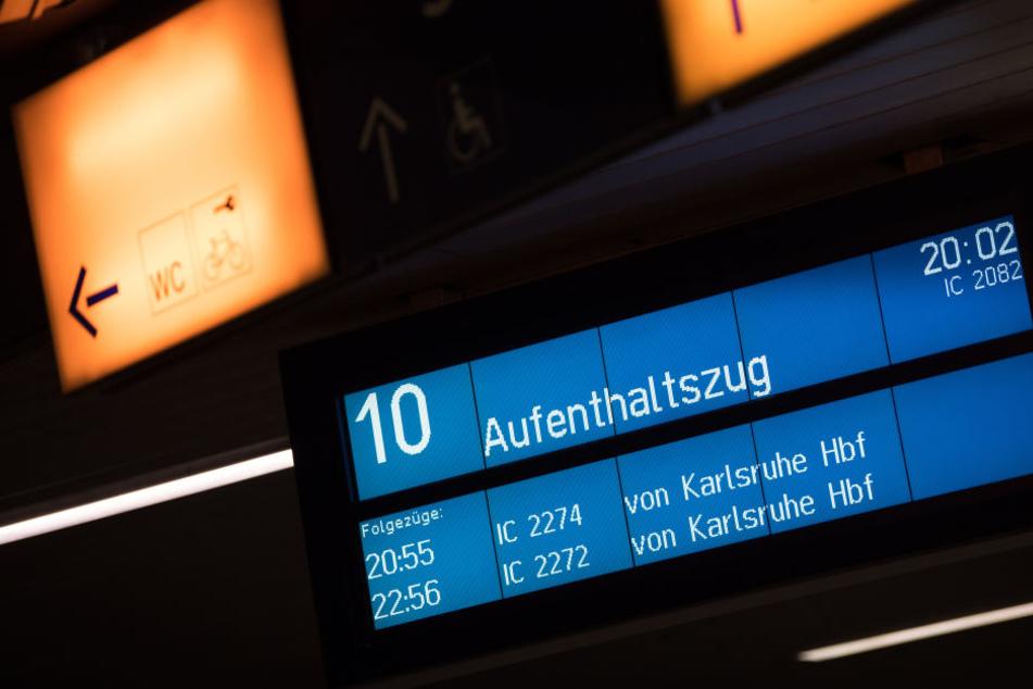 Aufenthaltszüge wurden für die Passagiere in Kassel-Wilhelmshöhe bereitgestellt.