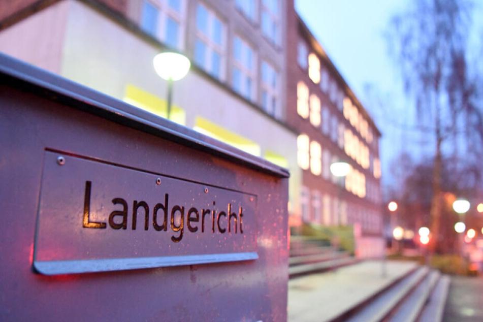 Am Landgericht in Kiel fand heute der Prozessauftakt gegen den angeklagten Vater des getöteten Babys statt.
