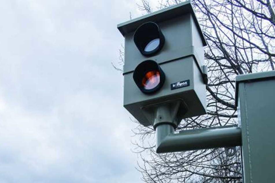 Das Blitzerfoto landete nicht unbearbeitet in den Archiven der Verkehrspolizei.