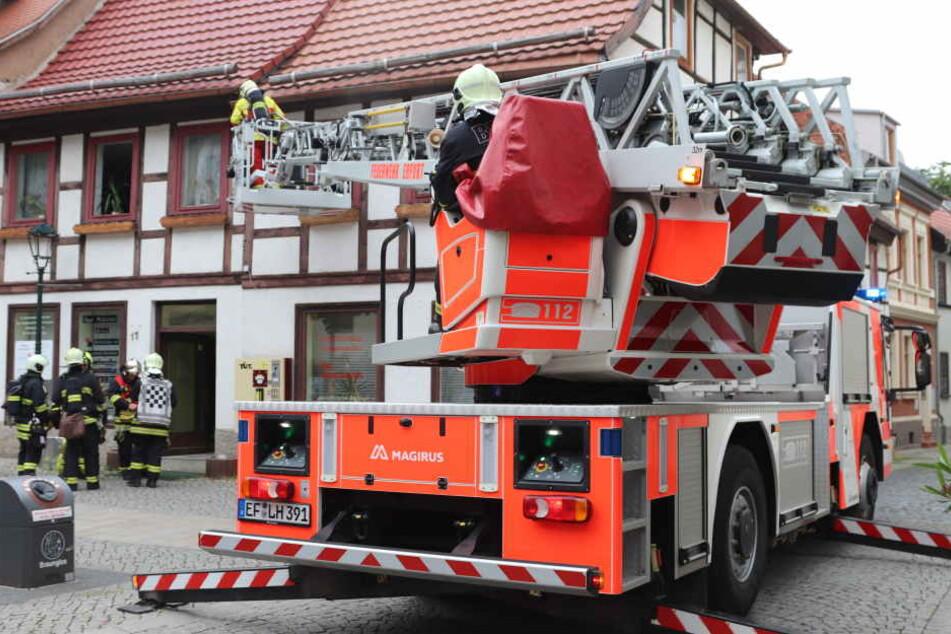 Mit der Drehleiter musste die Feuerwehr anrücken.