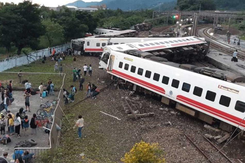 Ein erstes Bild des Unglücks kursiert auf Twitter.