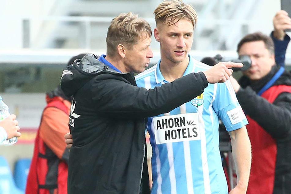 Trainer Sven Köhler (l.) kann mit der Entwicklung von Neuzugang Björn Jopek sehr zufrieden sein.