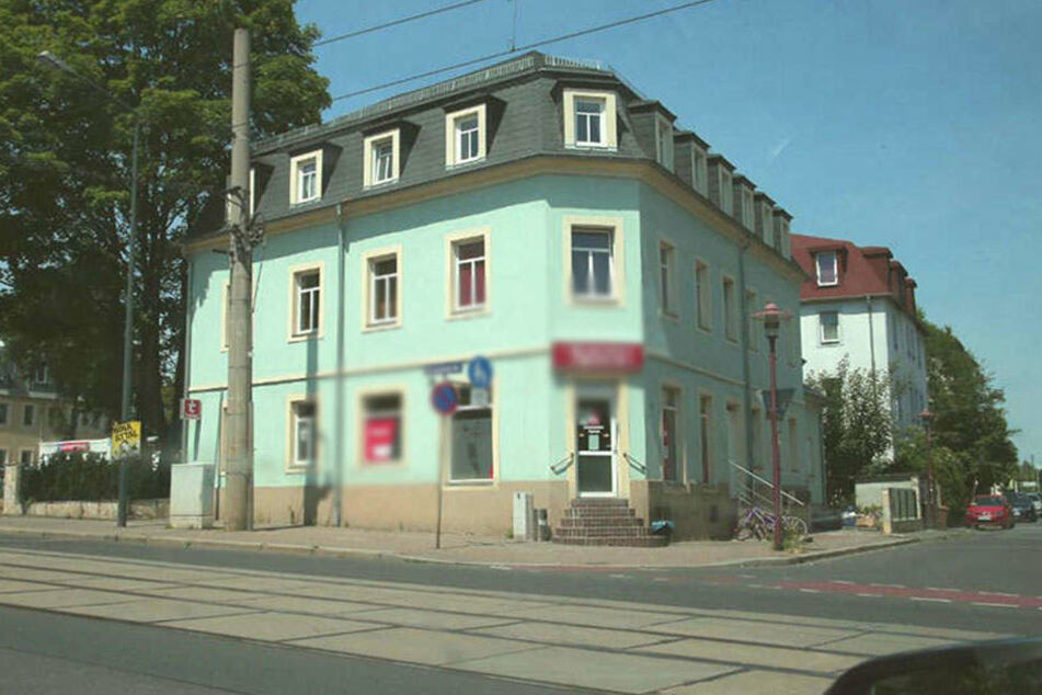 Im Keller dieses Hauses auf der Williamsstraße wurden die Waffen entdeckt.