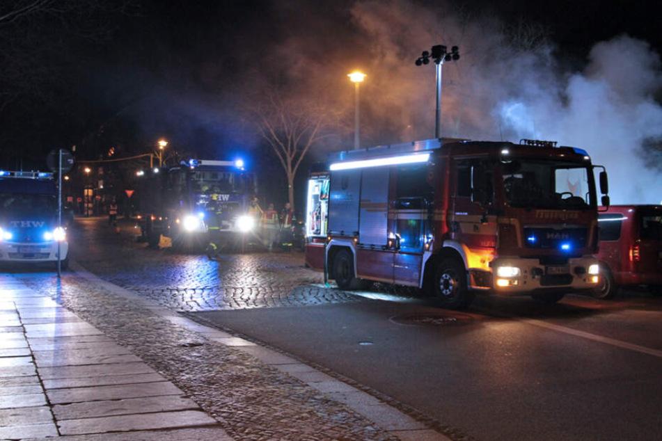 Feuerwehr und THW waren in der Silvesternacht gemeinsam im Einsatz.