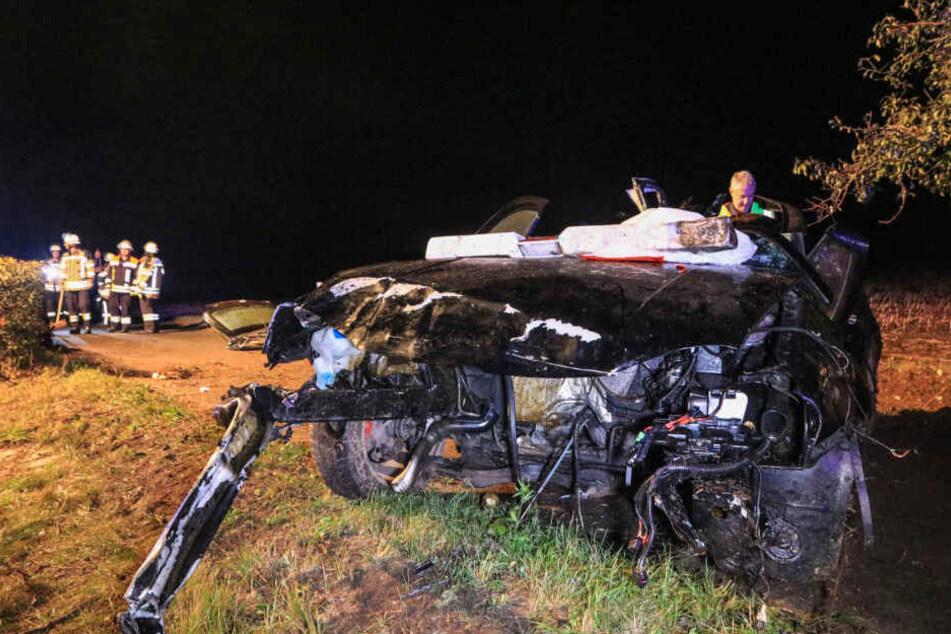 Der Motorblock wurde bei dem Crash aus dem Fahrzeug gerissen.
