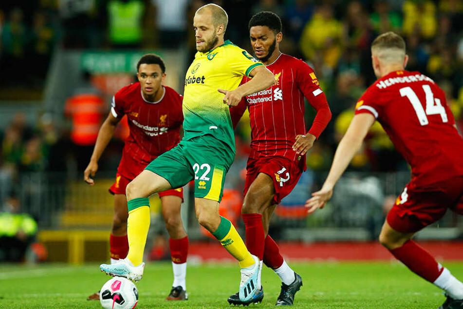 Teemu Pukki (zweiter von links) traf auch an der Anfield Road gegen den amtierenden Champions-League-Sieger FC Liverpool.