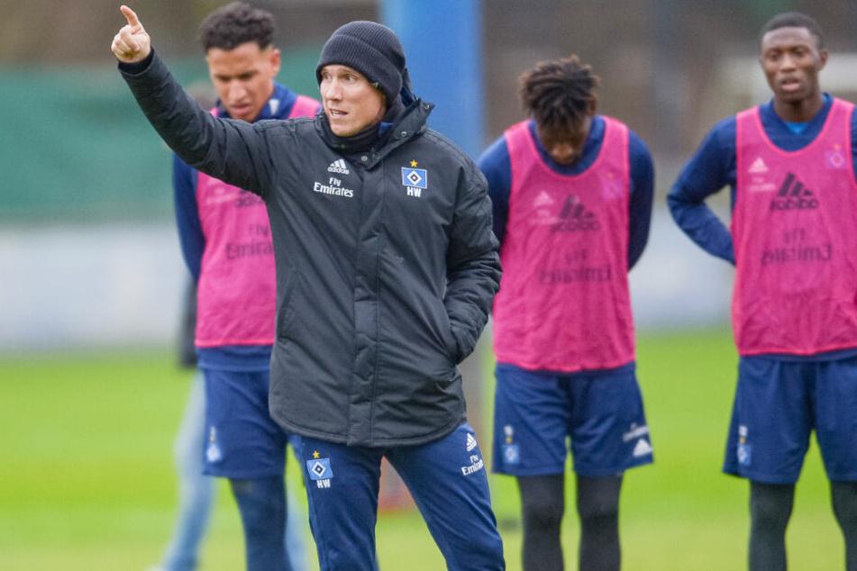 Tauscht das Hamburger Schietwetter gegen spanische Sonne: Trainer Hannes Wolf bereitet den HSV in La Manga auf die Fortsetzung der Rückrunde der 2. Fußball-Bundesliga vor.