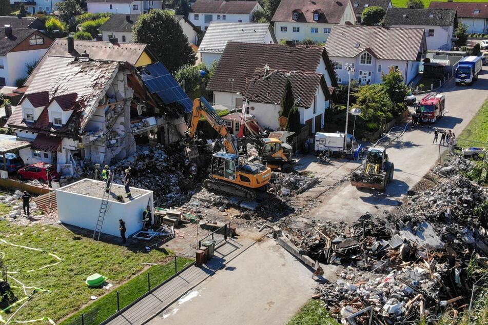 Bergungsarbeiten an den Überresten des Hauses, das am Donnerstag durch eine Explosion vollständig zerstört wurde: Nun gibt es neue Beweise zu dem Unglück.
