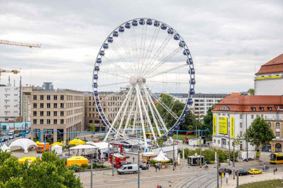 """Das größte der vier Riesenräder in Dresden war das 55 Meter hohe """"Wheel of Vision"""" auf dem Postplatz."""