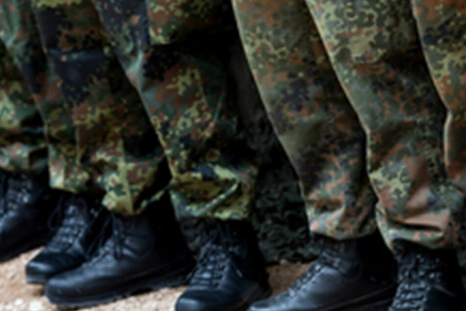 Nach dem Terrorverdacht bei der Bundeswehr kommt der Komplize von Soldat Franco A. auf freien Fuß (Symbolbild).