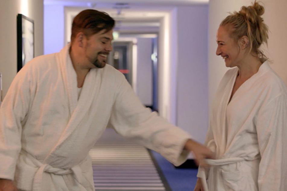 Auf der Seminar-Reise wird die Stimmung zwischen Maren und Leon plötzlich sehr prickelnd.