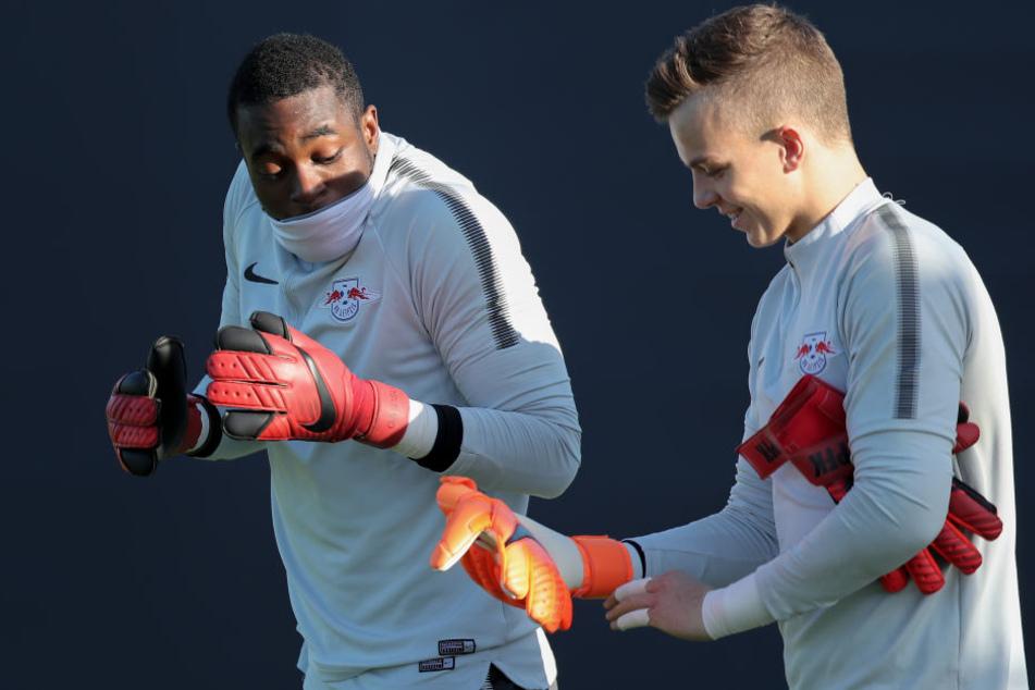 Philipp Köhn (20, r., neben Teamkollege Yvon Mvogo) wird zu Red Bull Salzburg wechseln.
