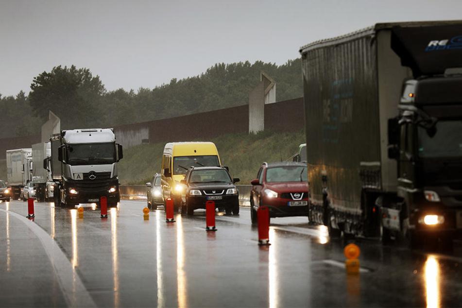 Der Verkehr wurde einspurig an der Unfallstelle vorbeigeleitet.
