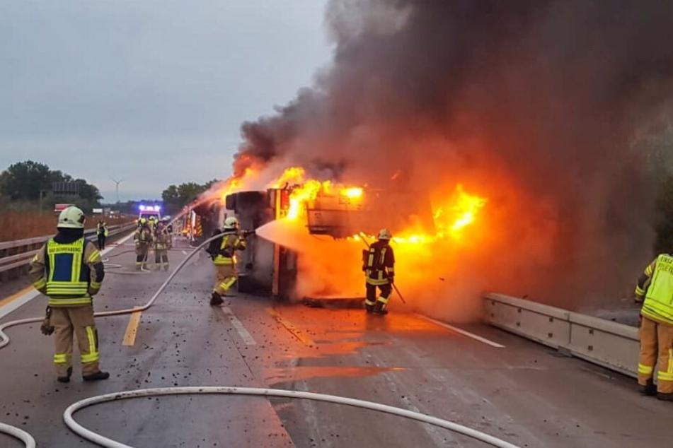 Käse-Truck auf A9 ausgebrannt: Autobahn für 18 Stunden gesperrt