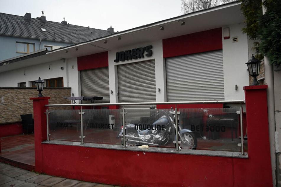 Im Rahmen des Rocker-Konflikts kam es am 4. Januar auch zu Schüssen auf eine Spielhalle in Köln-Buchheim.
