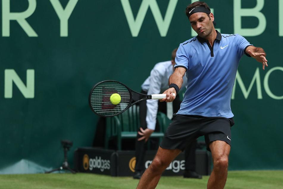 Ohne große Probleme ist Roger Federer (35) ins Viertelfinale der Gerry Weber Open eingezogen.