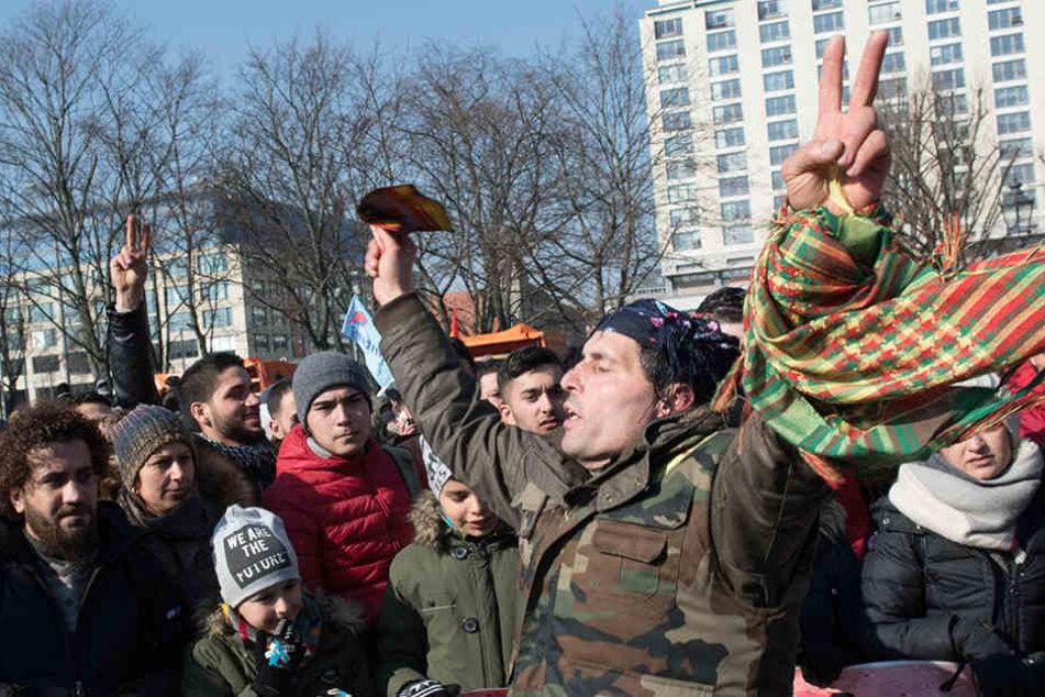 Die Demonstranten fordern ein Ende die Militäroffensive und die Freilassung des PKK-Führers. (Archivbild)