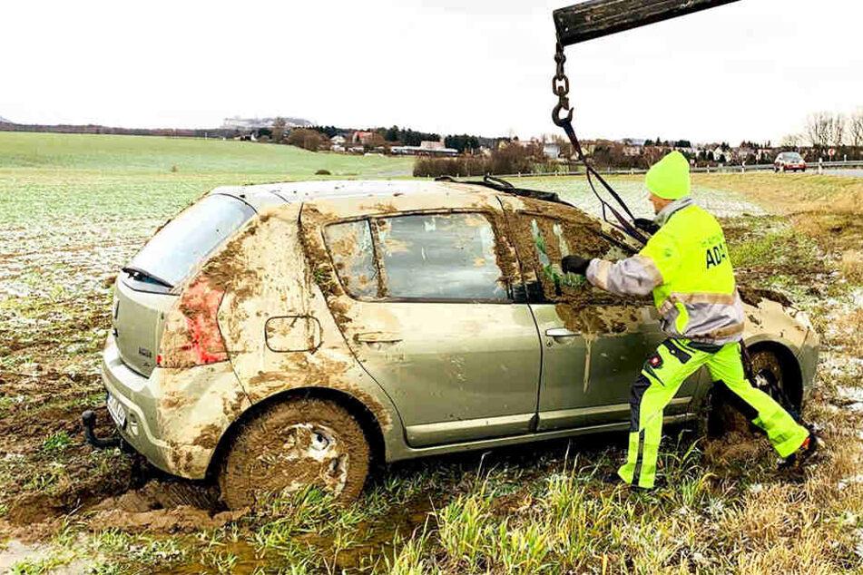 Der völlig verdreckte Wagen musste vom ADAC geborgen werden.