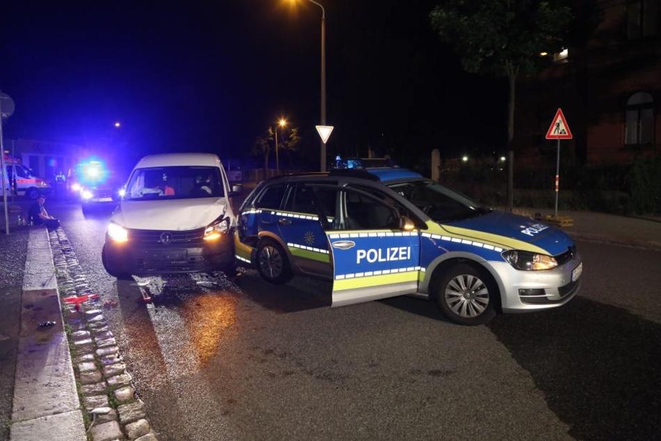 Der Funkwagen war nach dem Crash nur noch Schrott (über 40.000 Euro Schaden). Auch der Caddy der Bahn wurde komplett zerlegt (über 11.000 Euro).