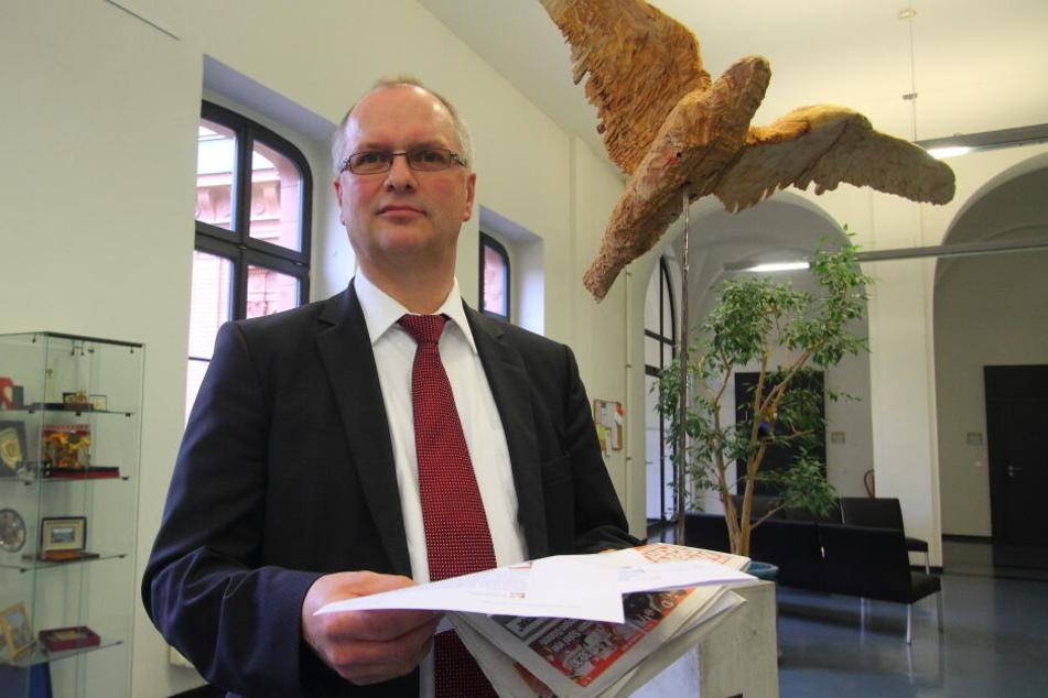 Oberstaatsanwalt Wolfgang Klein erklärte, dass derzeit gegen insgesamt 13 Beschuldigte ermittelt wird.
