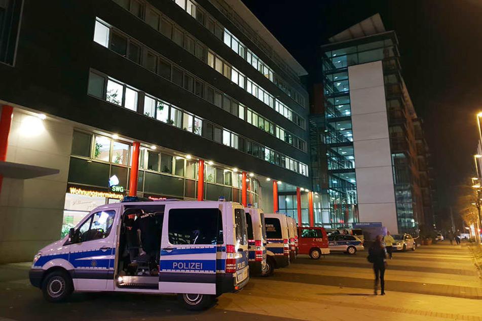Nach den Bombendrohungen hatte die Polizei die Büros im Moritzhof jedes Mal stundenlang durchsucht.