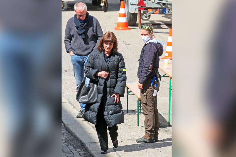 Der Dresdner TV-Star Claudia Michelsen (52, vorn) spielt die Chefkoordinatorin des VEB Exquisit.