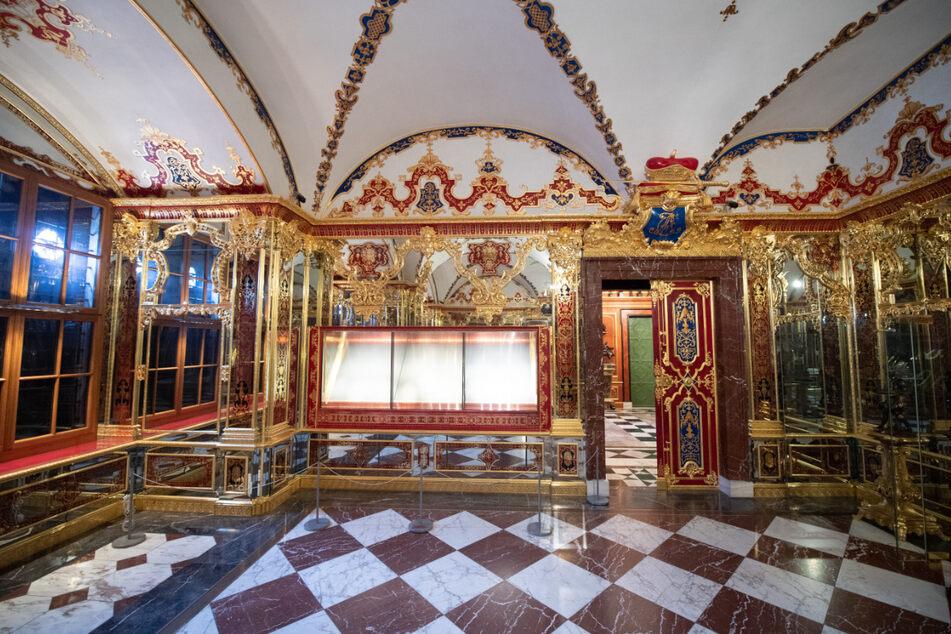 Die beim Einbruch beschädigte Vitrine im Juwelenzimmer im Historischen Grünen Gewölbe im Dresdner Schloss der Staatlichen Kunstsammlungen Dresden (SKD).