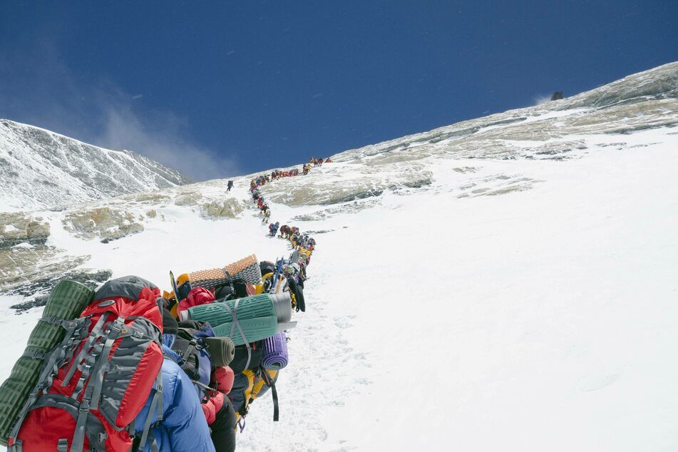 Dying to reach the summit: long lines on Mount Everest lead to the deaths of ten people in May 2019 alone (archive image).