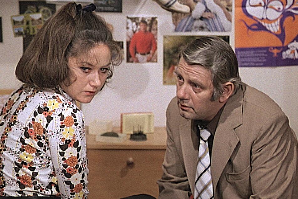 """Peter Borgelt als Oberleutnant Peter Fuchs in einer Szene des """"Polizeiruf""""-Films """"Im Alter von"""". Der Film basierte auf einem DDR-Fall, bei dem ein Lehrling drei Jungen umbrachte. 1975 wurde er von den Machthabern der Republik verboten."""
