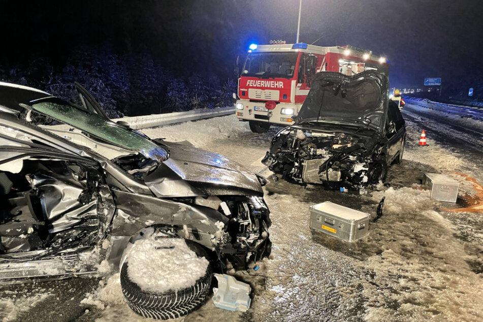 42-Jährige verliert auf vereister A73 die Kontrolle und verursacht schweren Crash