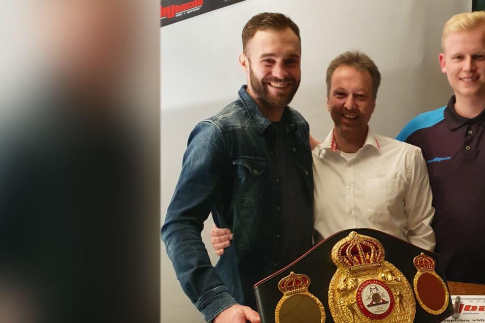 Meerane: Box-Weltmeister im Selfie-Fieber