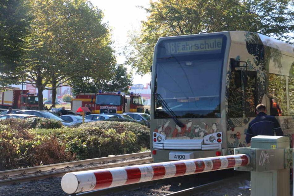 Unfall in Köln-Hürth: Mann knallt vor Fahrschul-Bahn