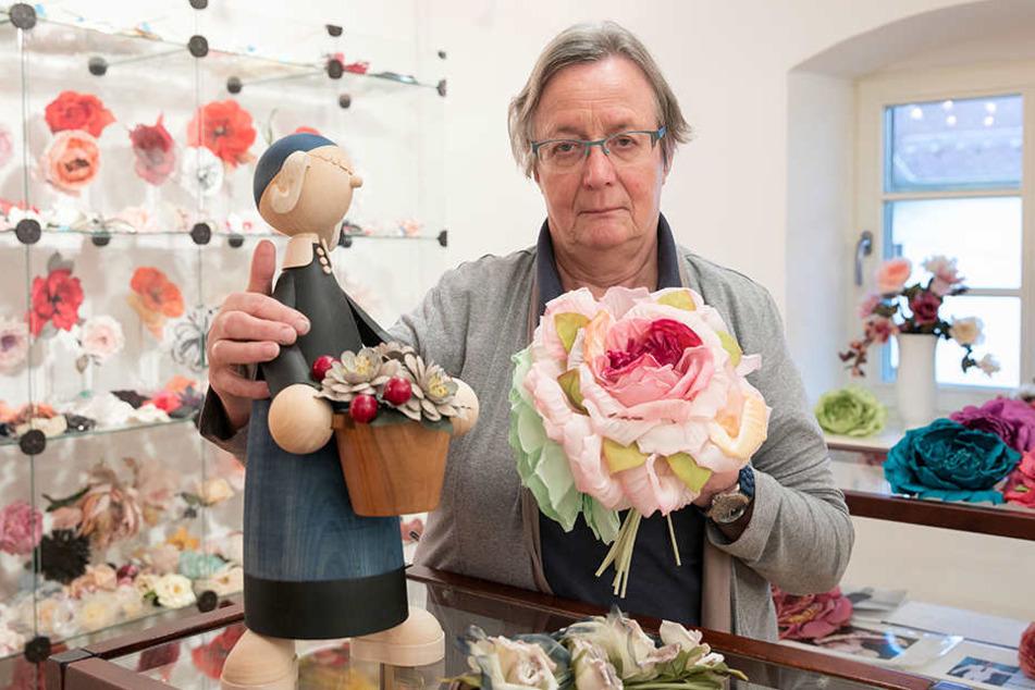 Heide Steyer (73) und ihr Mann suchen seit Jahren erfolglos einen Nachfolger  für ihre Kunstblumen-Manufaktur.