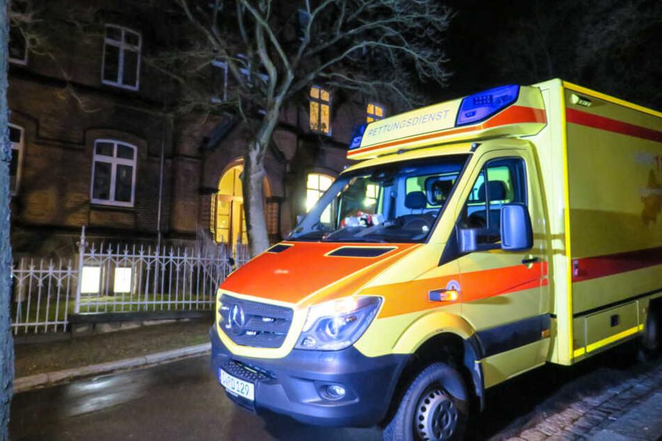 Polizei sucht weitere Täter nach Messerattacke in Pfarrhaus