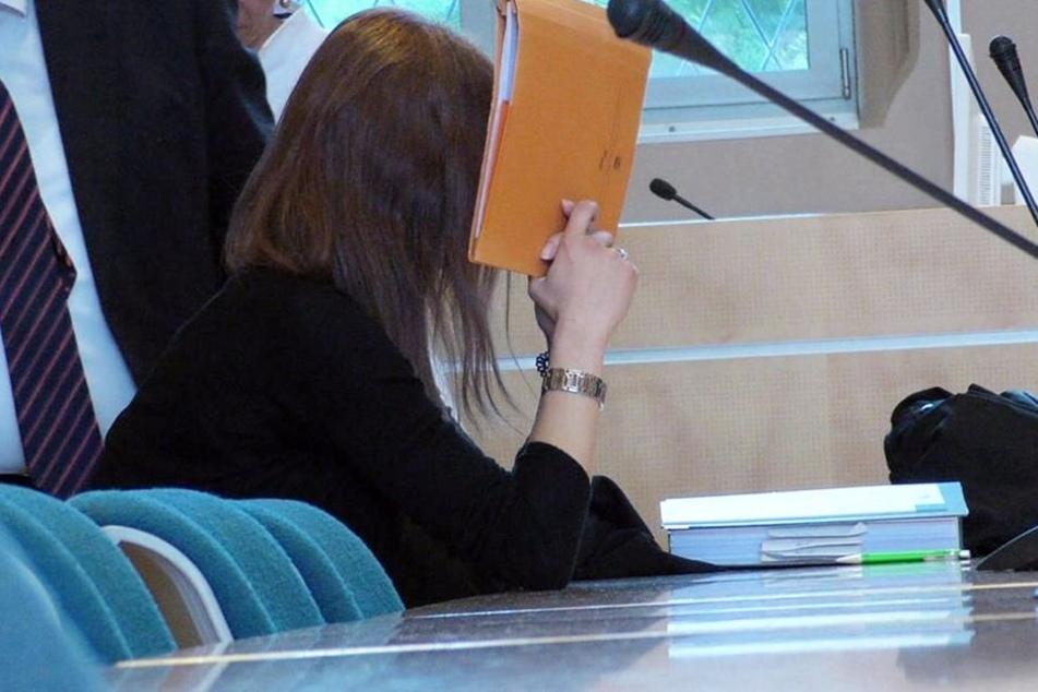 Auch der Mitangeklagten Tina S. werde eine aktive Rolle bei dem Verbrechen vorgeworfen.
