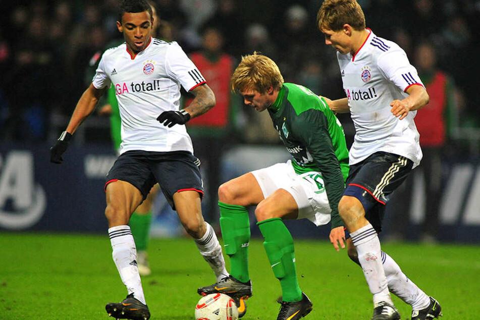 CFC-Neuzugang Florian Trinks traf bei seinem Bundesliga-Debüt am 29. Januar 2011 auf die Bayern mit Luis Gustavo (links) und Holger Badstuber (rechts). Trinks unterlag den Münchnern mit Bremen 1:3.