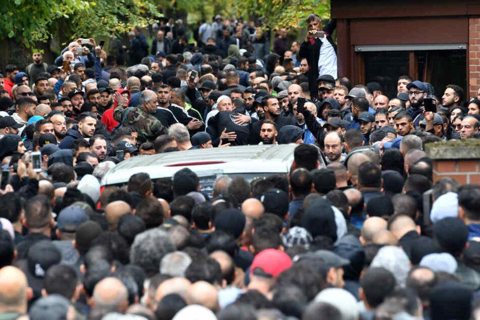 Zahlreiche Trauergäste kamen zur Beerdigung des getöteten Nidal R.