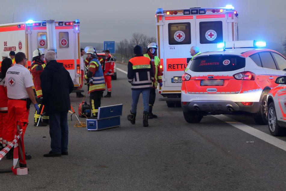 19-Jähriger kracht auf Autobahn in Lkw-Anhänger und stirbt