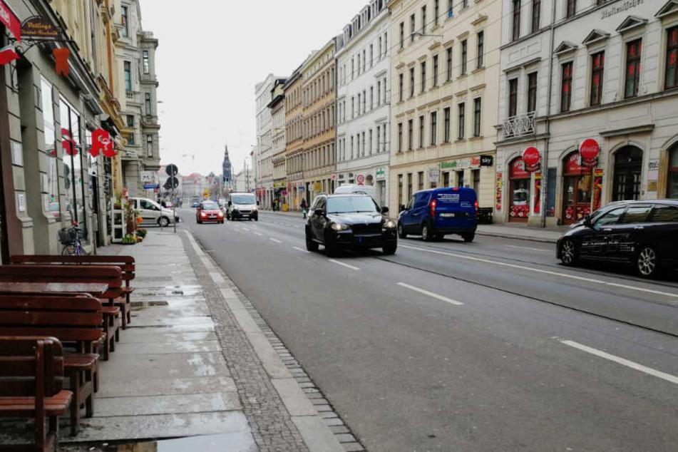 Das Parken auf dem Seitenstreifen ist verboten, dadurch soll der Verkehr beruhigt werden.