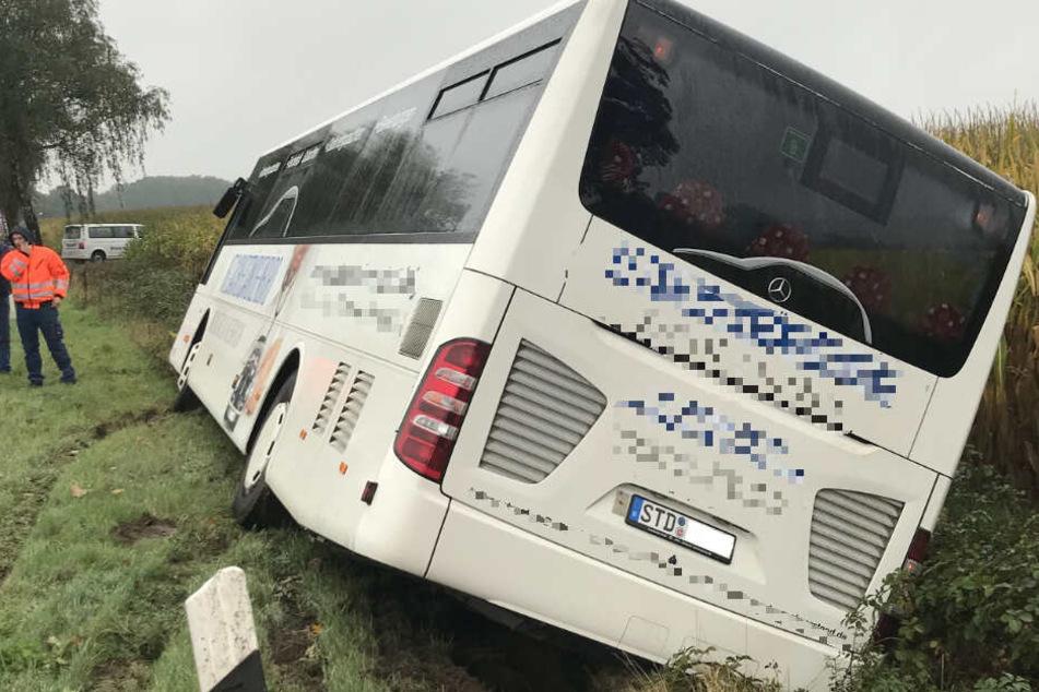 Der Reisebus war zum Glück nicht mit Fahrgästen besetzt.