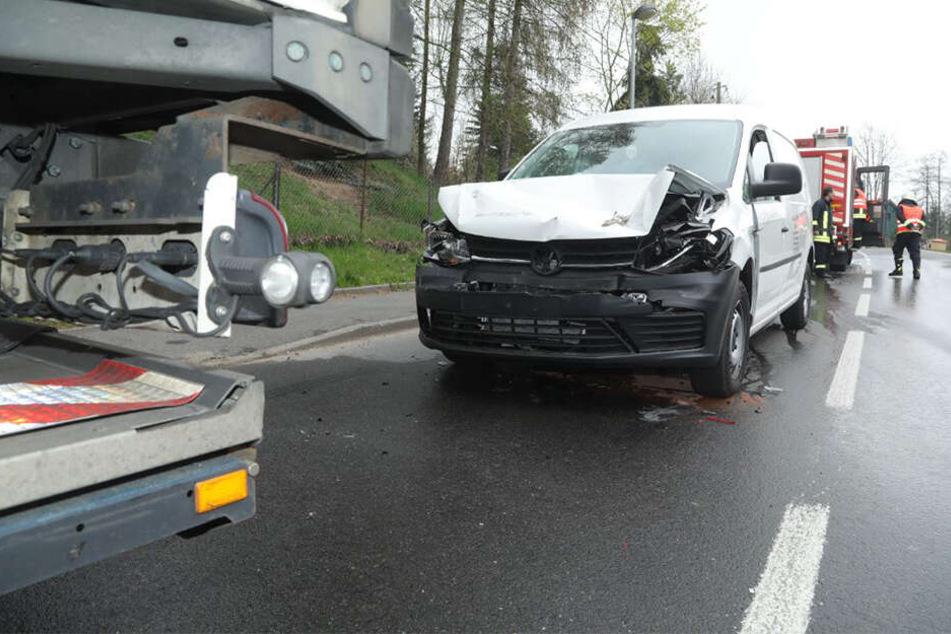 Die Polizei beziffert den Sachschaden auf etwa 15.000 Euro.