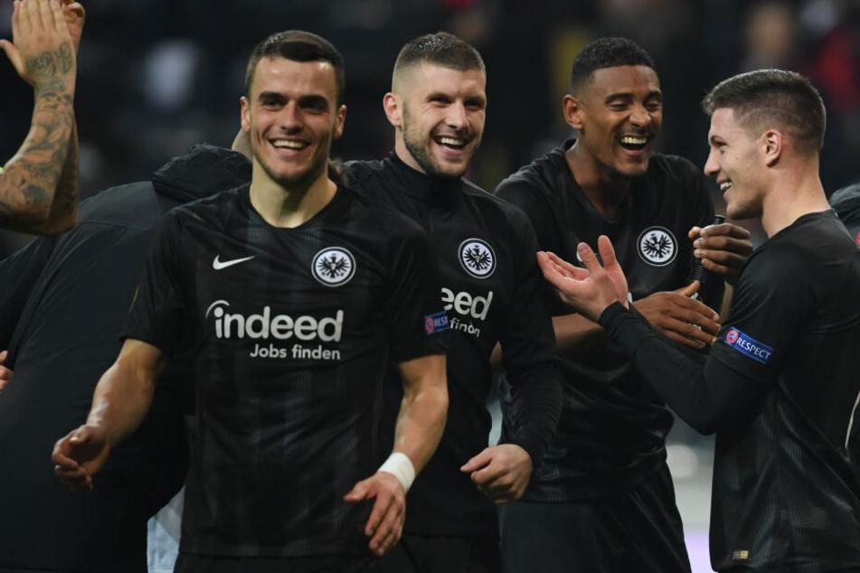 """Das """"magische Dreieck"""" aus Ante Rebic (3.v.r.), Sébastien Haller (2.v.r.) und Luka Jovic will auch gegen RB Leipzig zuschlagen."""