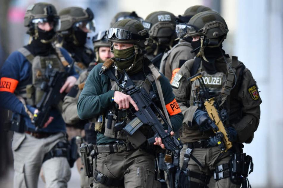 Bewaffneter Raubüberfall in Oberbayern: SEK-Zugriff am Morgen